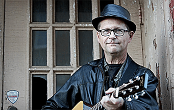 Musician Tommy Womack playing guitar